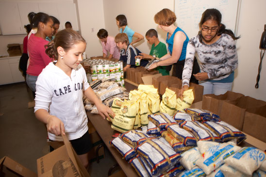 Family Of Volunteers Makes A Difference The Greater
