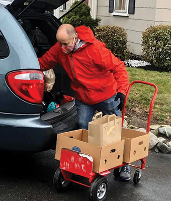 Volunteer loading up a car with food